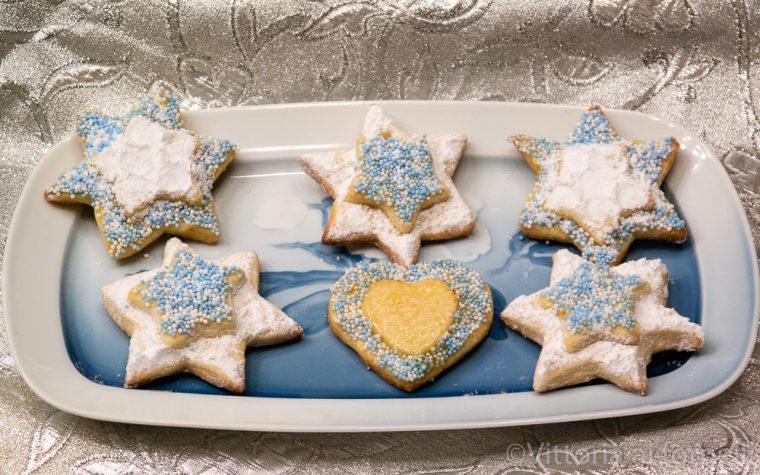 Biscotti natalizi di pasta frolla al limone