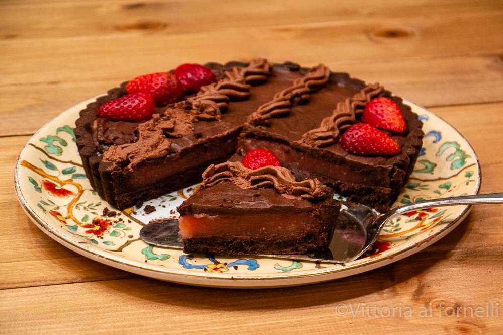 Crostata al cacao con crema di fragole
