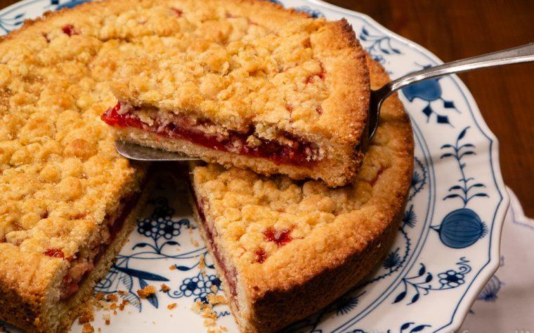Sbriciolata alle fragole, torta facile e golosa