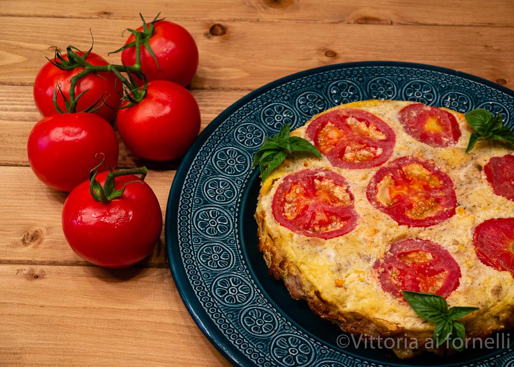 torta di pane salata con formaggio e pomodoro