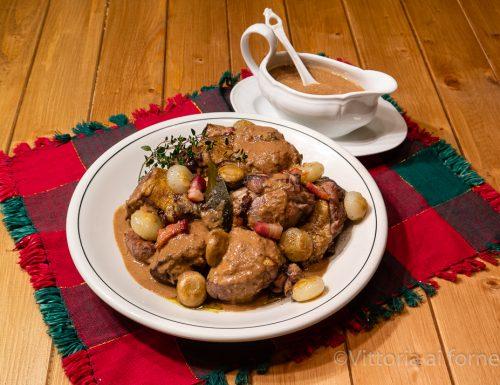 Coq au vin (gallo al vino), ricetta tradizionale francese