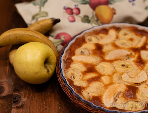 Clafoutis di mele e banane, veloce e goloso