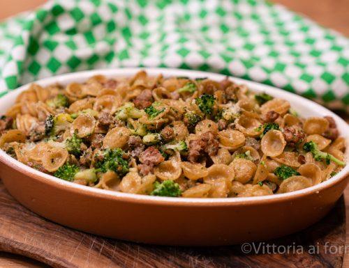 Orecchiette pasticciate al forno con broccoli e salsiccia