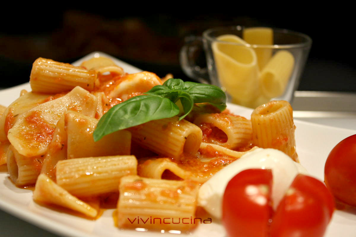 pasta pomodoro e mozzarella
