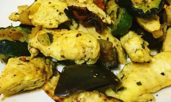 Pollo al curry con verdure grigliate