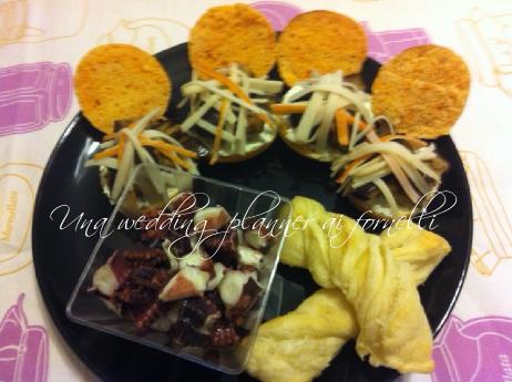 Crostone di focaccina rossa con finta salsa greca, melanzane e polpa di granchio