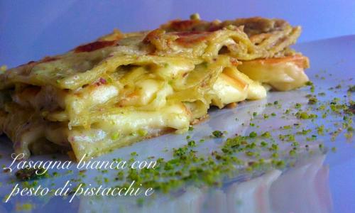 Lasagna bianca con pesto di pistacchi e scamorza