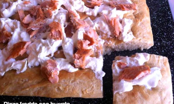 Pizza fredda con burrata e filetti di salmone