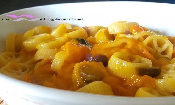 Ruote con pomodorini gialli e acciughe
