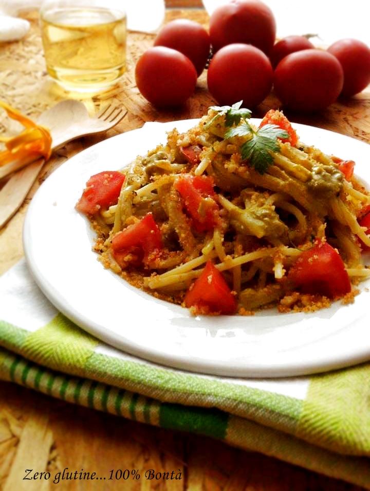 Spaghetti con crema di piselli e pomodorini