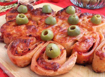 Albero di sfoglia alla pizza (ricetta veloce)