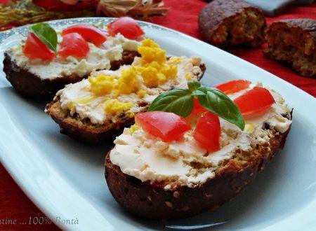 Crostini rustici con formaggio spalmabile