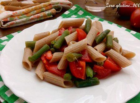 Pasta fredda integrale con fagiolini e pomodori