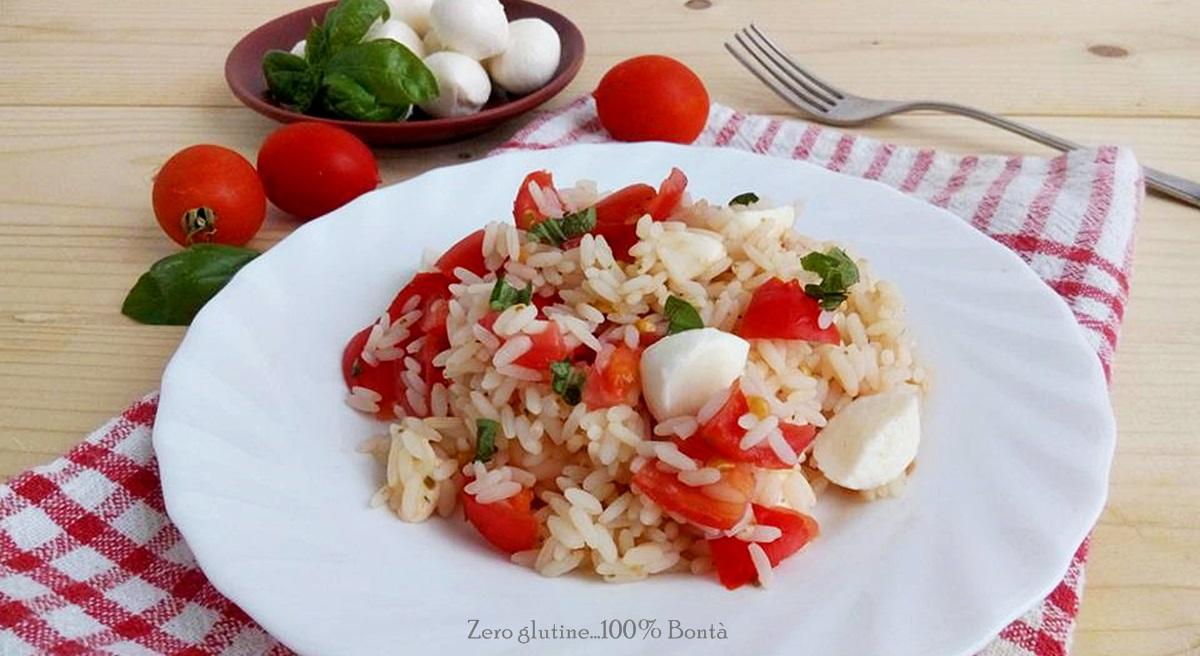 Insalata di riso con pomodorini e mozzarella