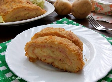 Polpettone gustoso di patate ripieno di prosciutto