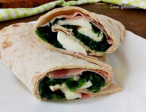 Piadina arrotolata farcita con spinaci e mozzarella