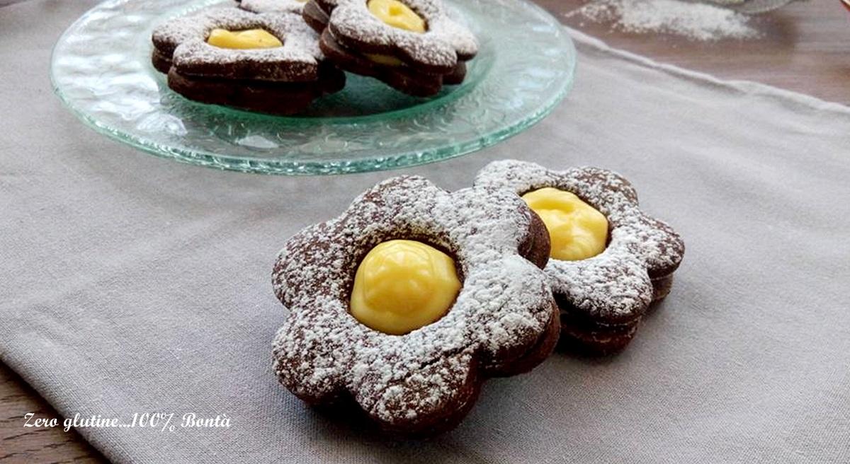 Biscotti al cacao con crema pasticcera