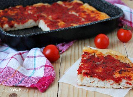 Pizza in teglia al pomodoro senza glutine e lattosio