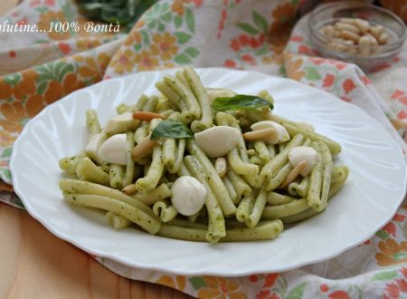 Pasta fredda al pesto di basilico e mozzarella