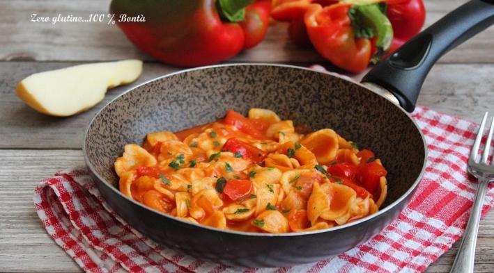 Orecchiette con peperoni e mozzarella