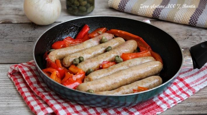Peperoni e salsiccia in padella