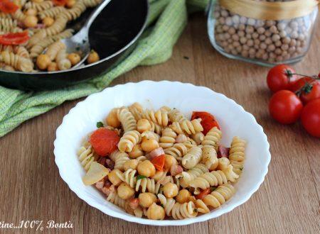 Pasta e ceci con pancetta e pomodorini
