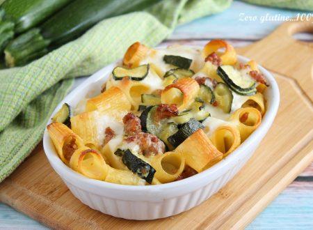 Pasta al forno bianca con zucchine e salsiccia