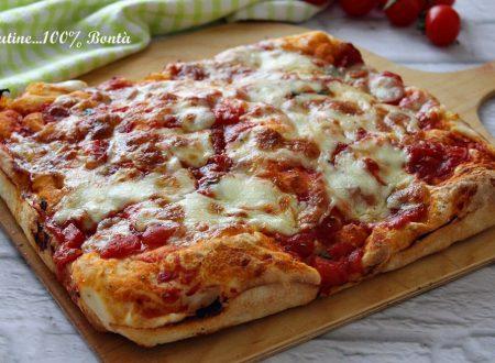 Impasto per pizza senza glutine con la macchina del pane