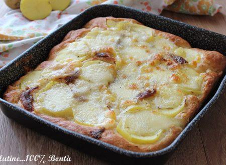 Focaccia con patate e mozzarella
