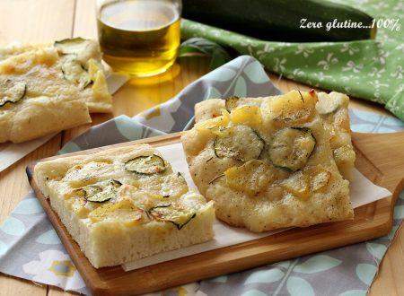 Focaccia con zucchine, patate e mozzarella