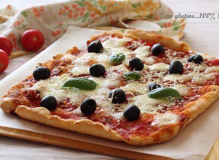 Pizza al pomodoro e mozzarella