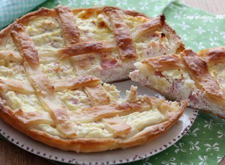 Torta salata di pasta sfoglia ripiena di ricotta