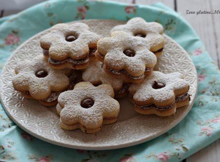 Biscotti fiorellini ripieni di Nutella