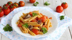 Pasta con pomodorini e acciughe risottata