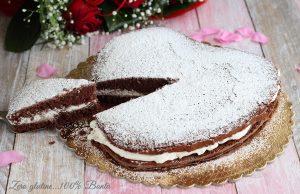 Torta al cacao farcita con panna e Nutella