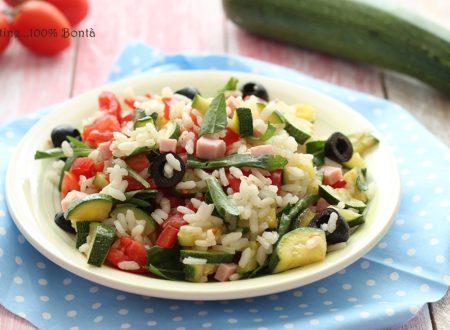 Insalata di riso con rucola e zucchine