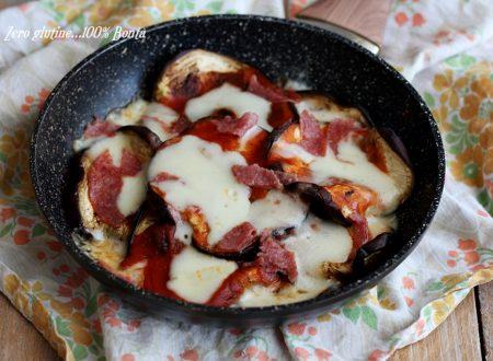Melanzane in padella alla parmigiana con salame e mozzarella