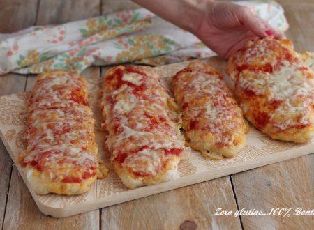 Lingue di pizza con pomodoro e mozzarella