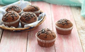 Muffin al cacao ripieni di crema spalmabile alle nocciole