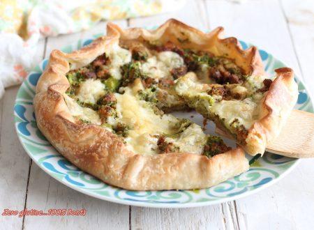 Torta rustica di pasta sfoglia con broccoli e salsiccia