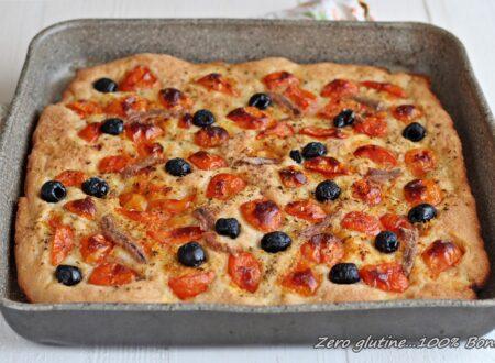 Focaccia con pomodorini alici e olive
