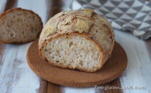 Pagnottina di pane con semi misti