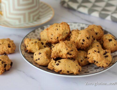 Biscottini al cucchiaio con scagliette di cioccolato