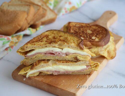Toast con uova e prosciutto cotto