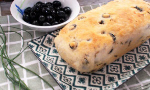 Pane alle Olive con Erba Cipollina