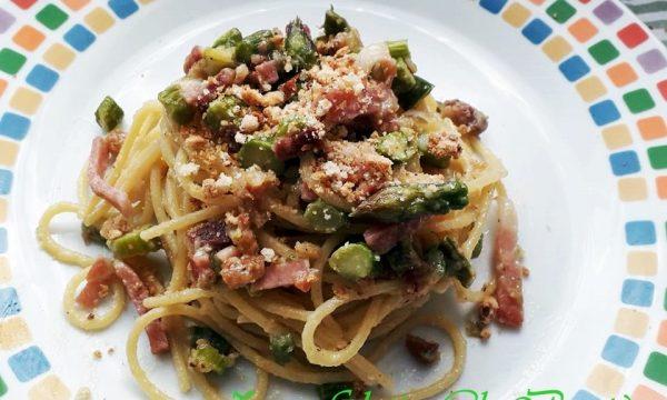 Spaghetti Asparagi Speck e Taralli Sbriciolati