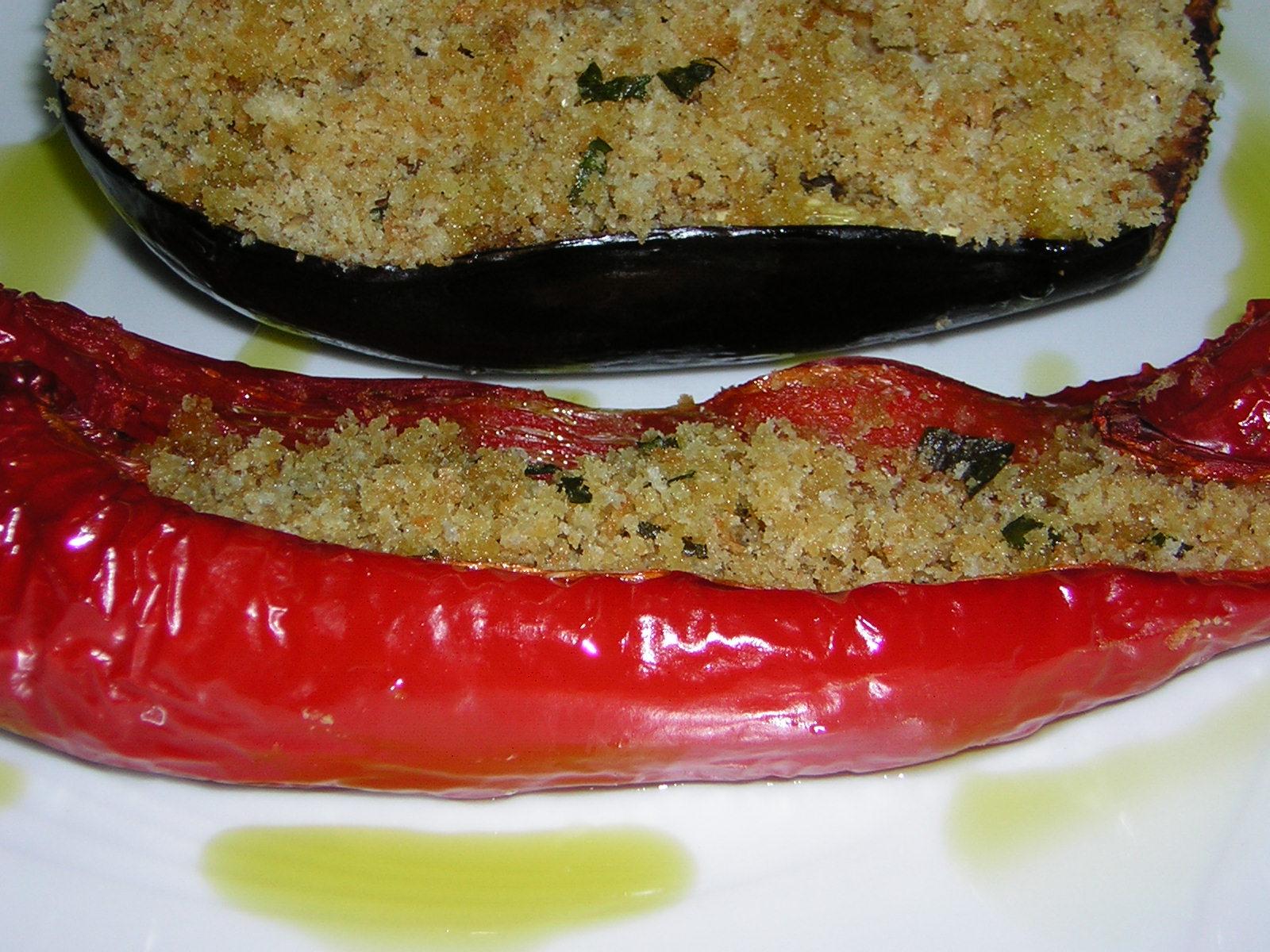 Peperoni e melanzane al forno pronti da gustare