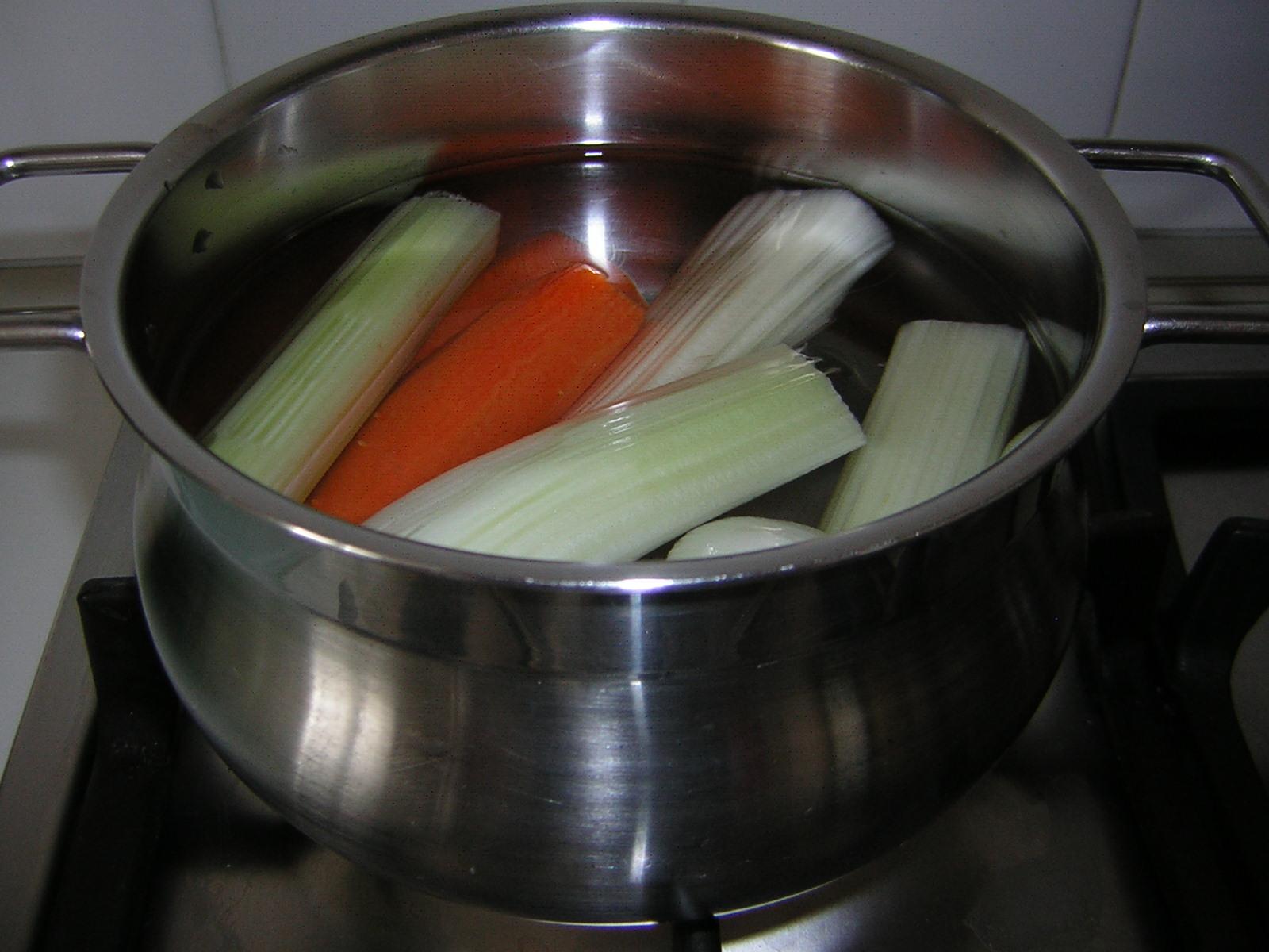 Brodo vegetale per la preparazione del risotto