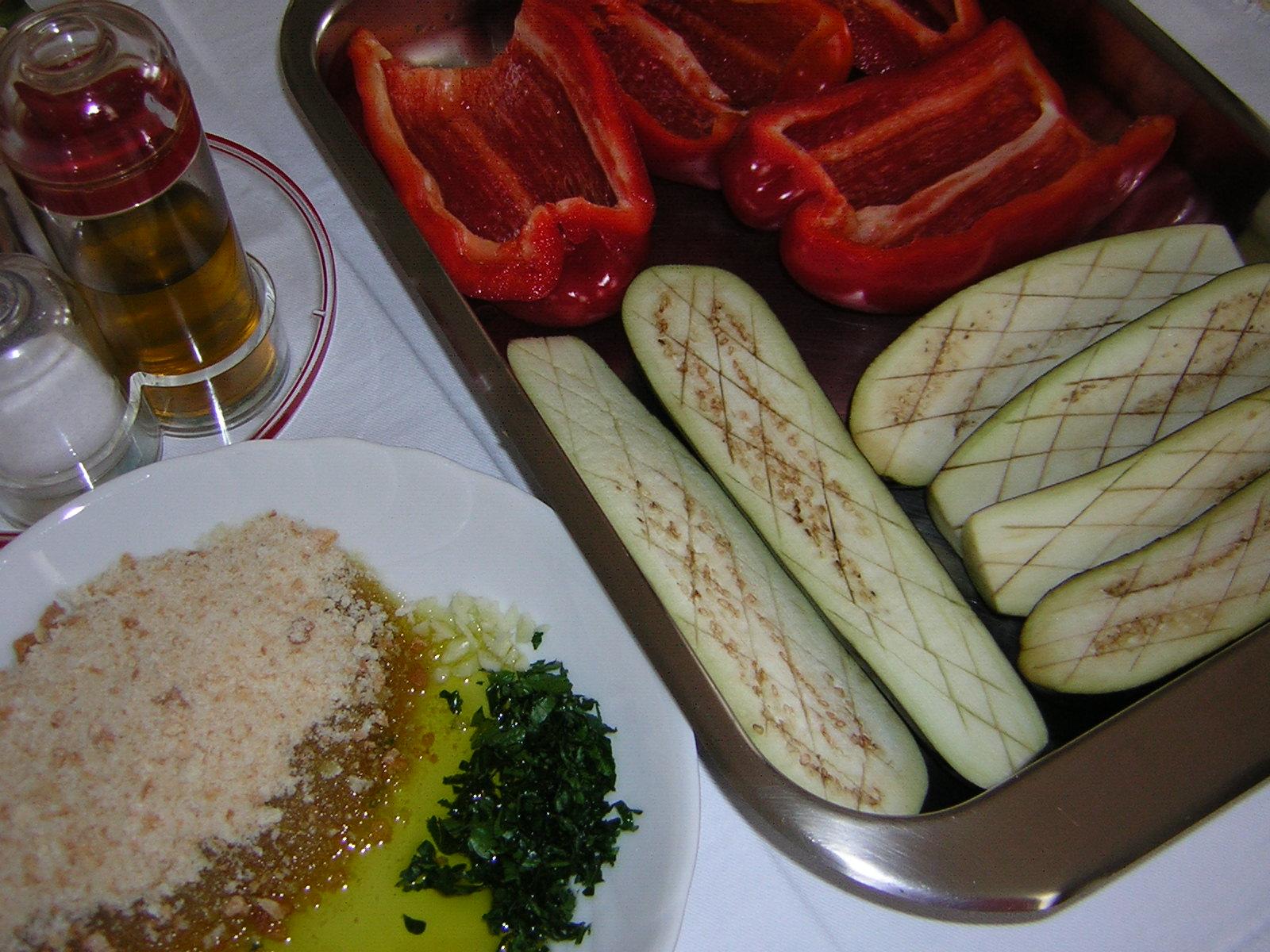 Ingredienti per Peperoni e melanzane al forno