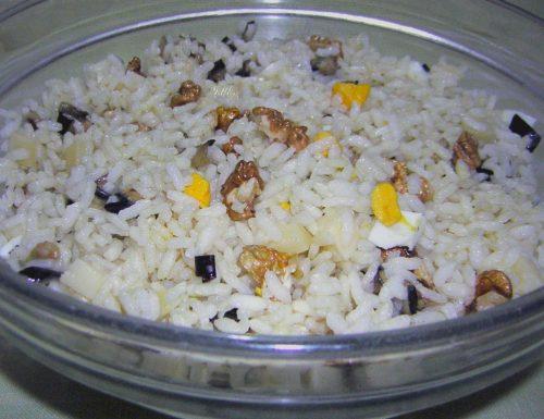 Insalata di riso con noci e melanzane